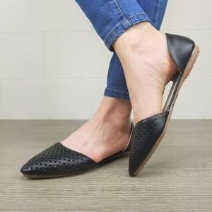 Shoes - Perforated Pointy Toe Black Flats- J 13135